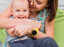 アイトウォッチは金属部品が露出しない構造なので、赤ちゃんのデリケートなお肌にも安心な腕時計です。